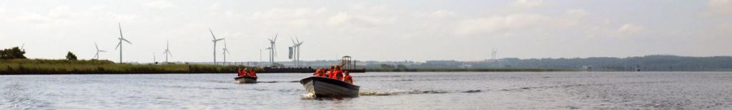 Lej en båd og tag på tur fjorden, eller tag med på en af vores guidede ture.
