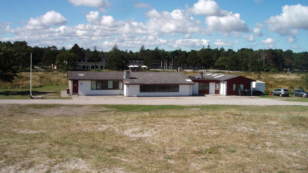 Grenaa naturskole ligger i første klitrække til en af Danmarks bedste badestrande