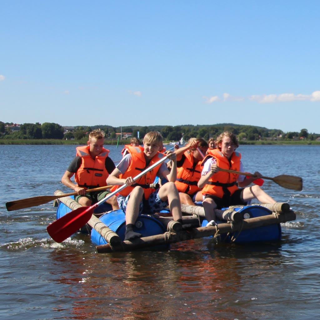 Tømmerflåde er sjovt for familie, skoleklasser og virksomheder.