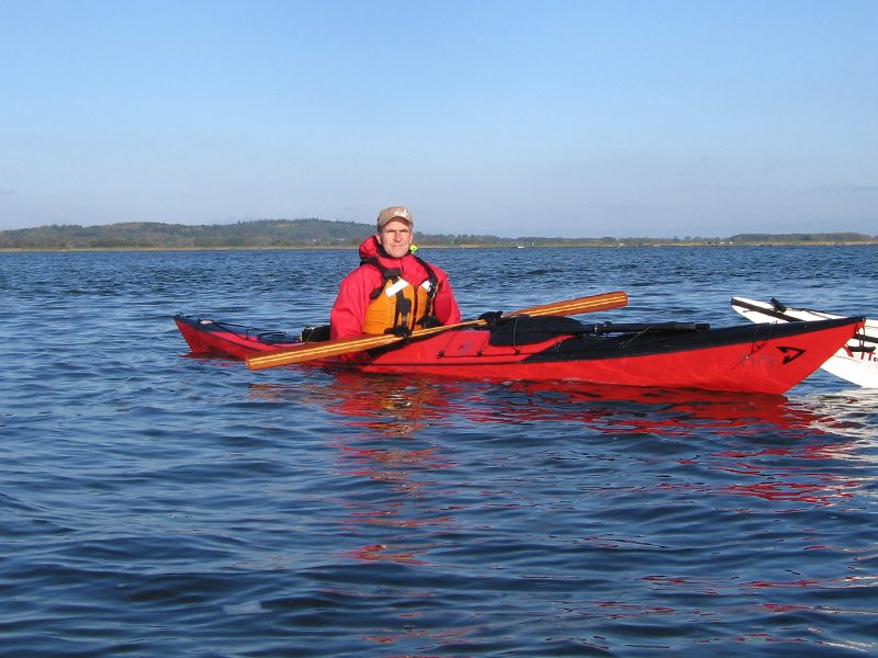 Carsten Enemark er en erfaren havkajak instruktør som sætter en stor ære i at hjælpe folk godt og sikkert i gang i en havkajak.